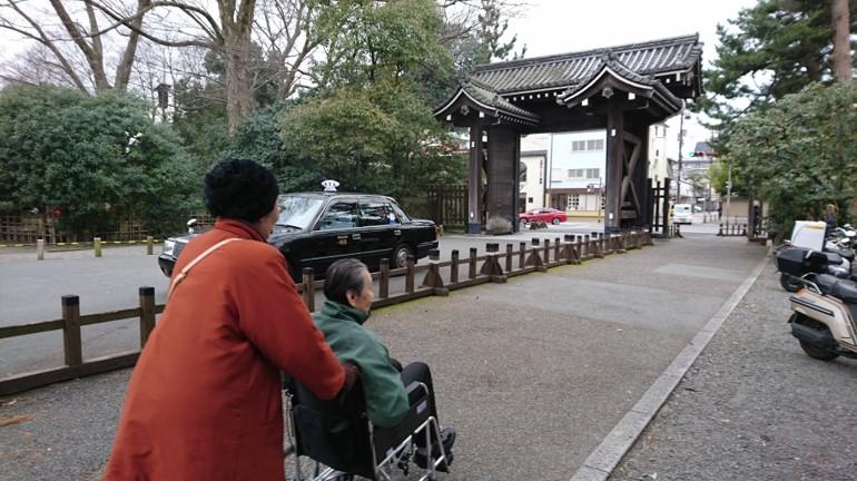 京都御苑の中立売北休憩所で美味しいおそばをいただきました。