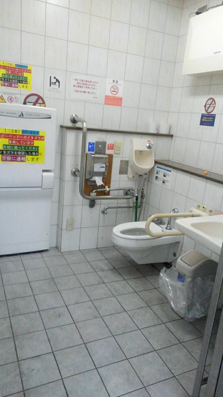 西荻窪駅の改札を入って左の誰でもトイレ