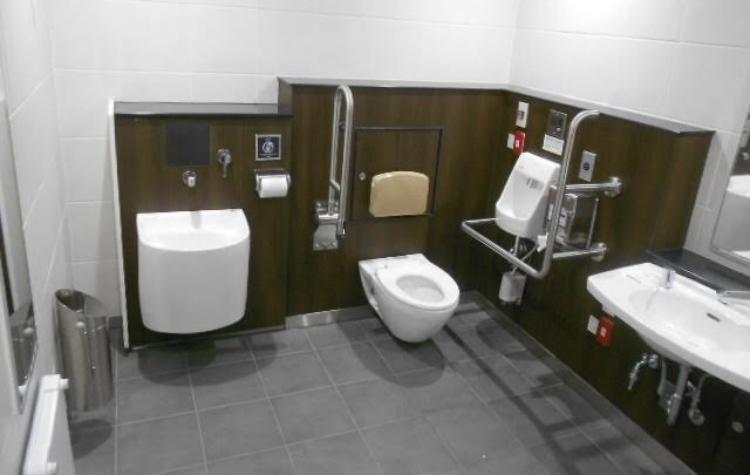 半蔵門線 押上駅 誰でもトイレ