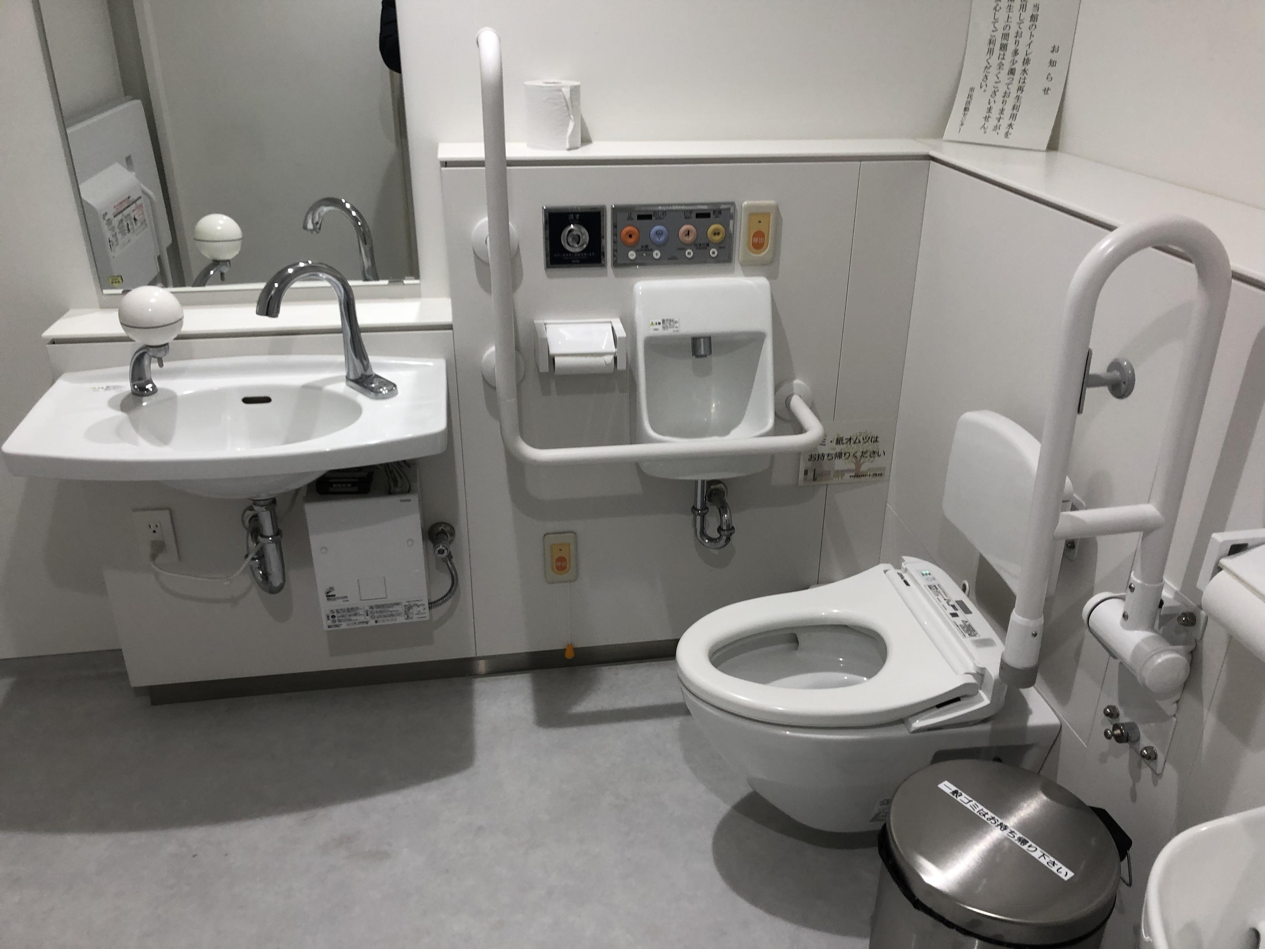 府中市 ル・シーニュ大型ショッピングセンター6階にある誰でもトイレ