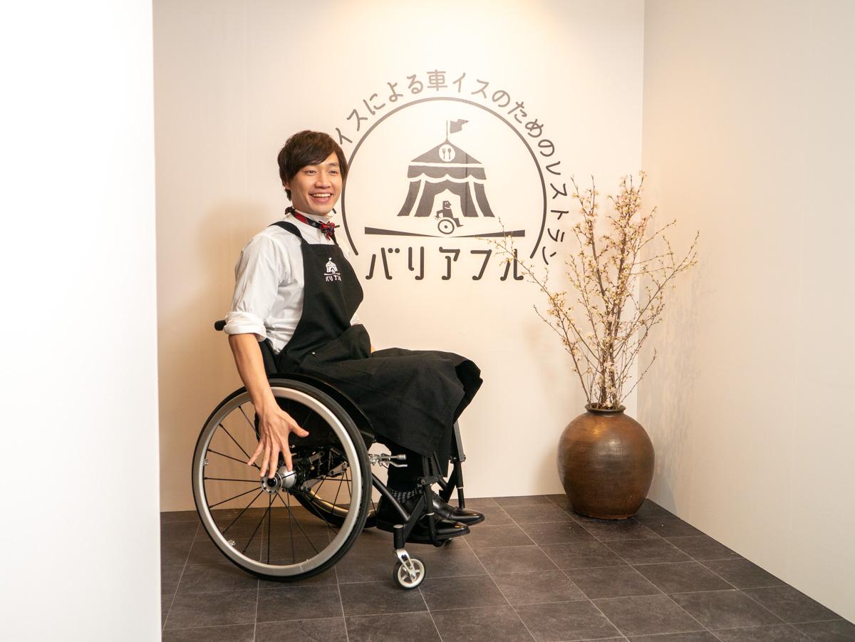「車いすが健常者・二足歩行が障害者」の世界が体験できるレストラン